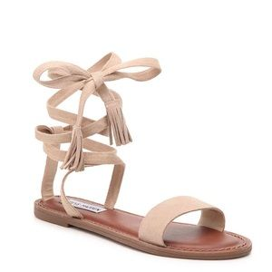 Steve Madden tip up sandals